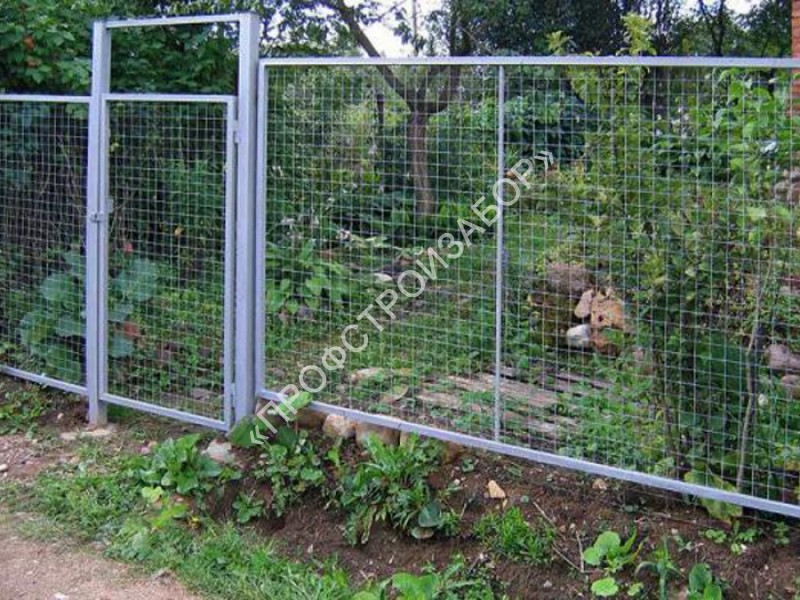 Забор из рифленой сетки