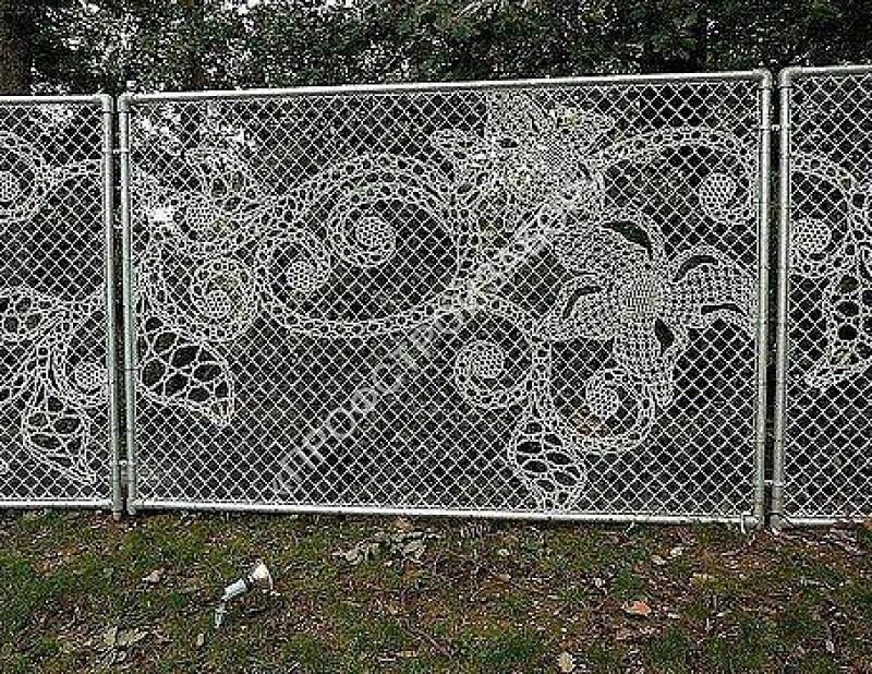 Как украсить забор из сетки рабицы своими руками фото